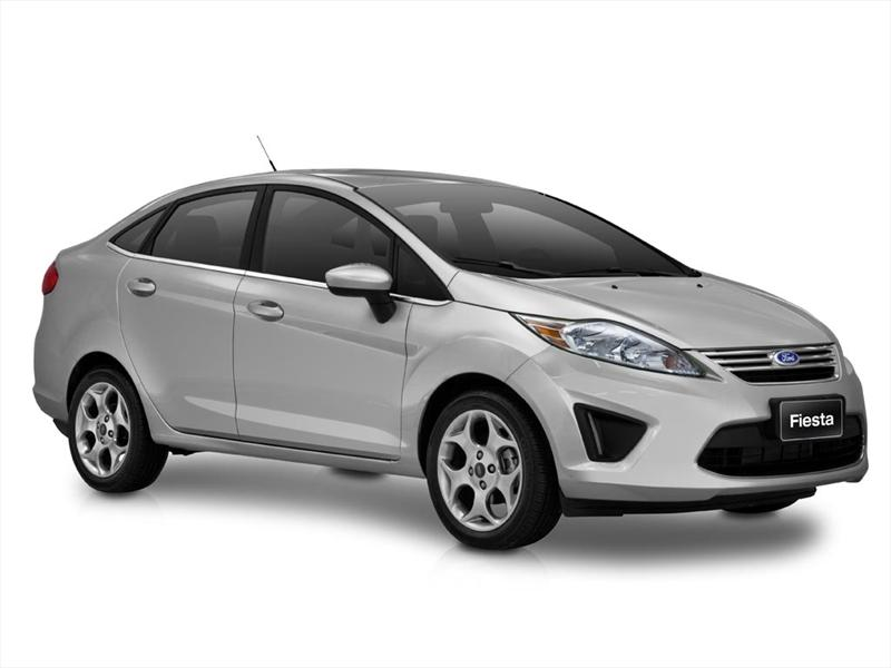 Ford Fiesta Kinetic Sedán Trend Plus (2013)
