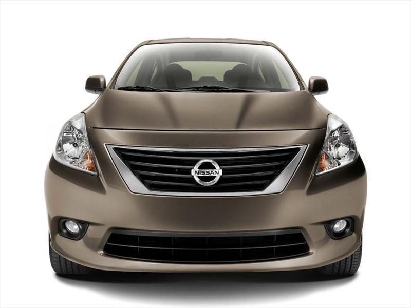 Nissan Versa Sense (2014)