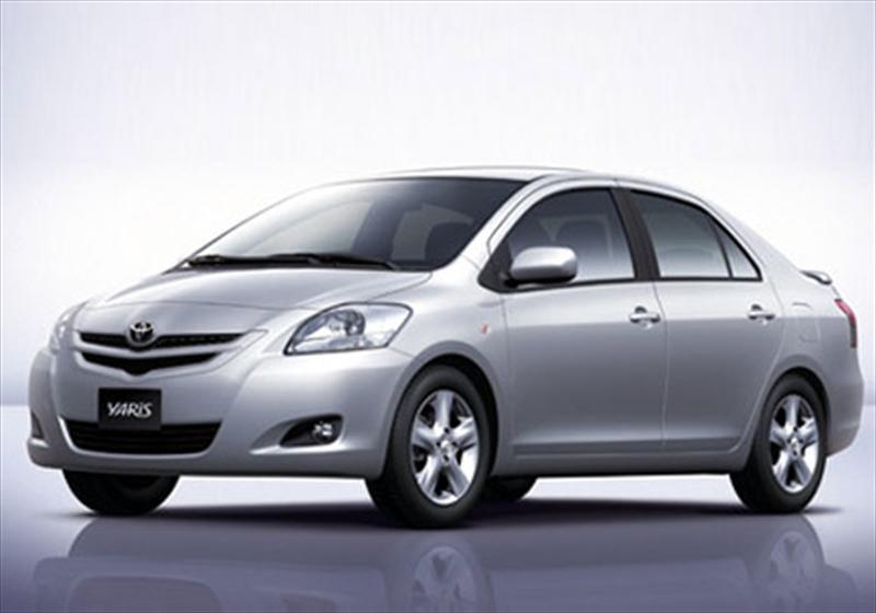 Toyota Yaris Sedán Premium (2015)