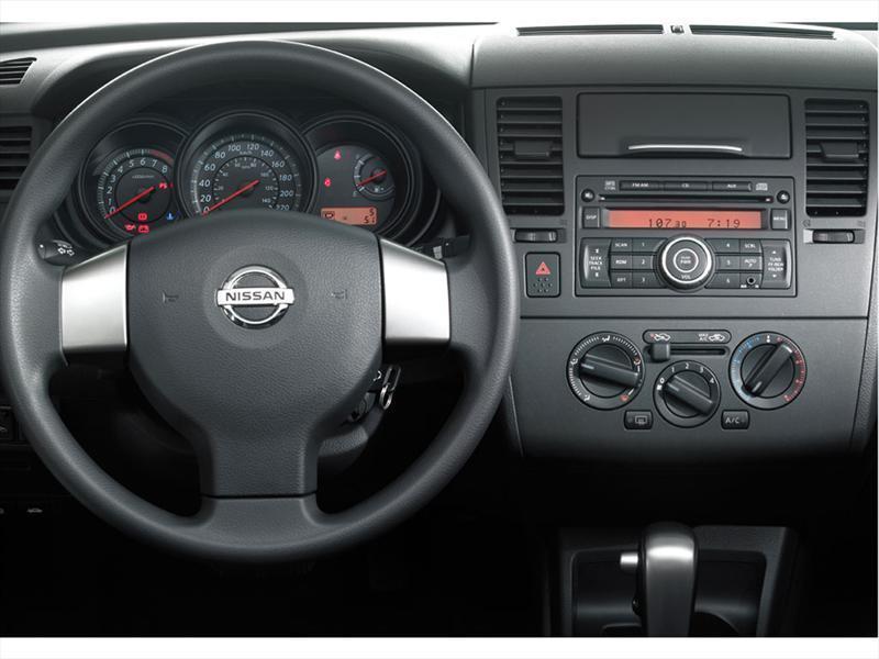 Nissan Tiida Sedan Miio 2012