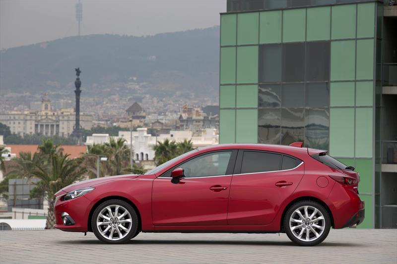 mazda 3 hatchback s grand touring aut 2016. Black Bedroom Furniture Sets. Home Design Ideas