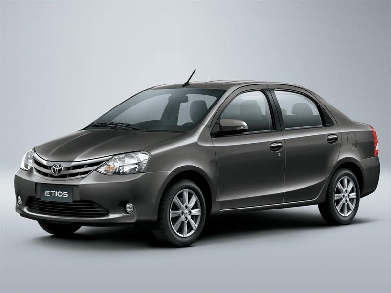 foto Toyota Etios Sedán XS