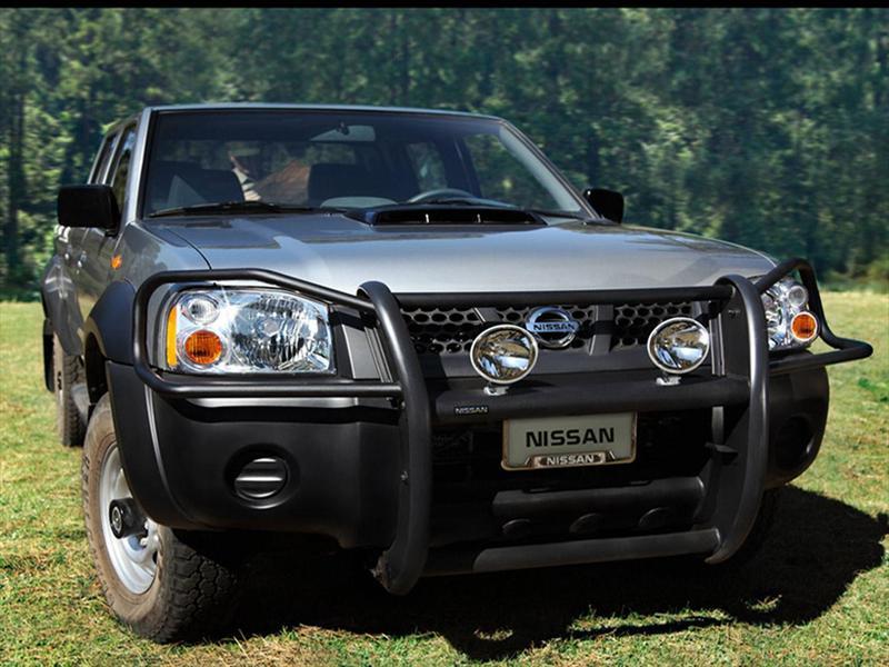 Nissan NP300 2.4L Doble Cabina Típica (2014)
