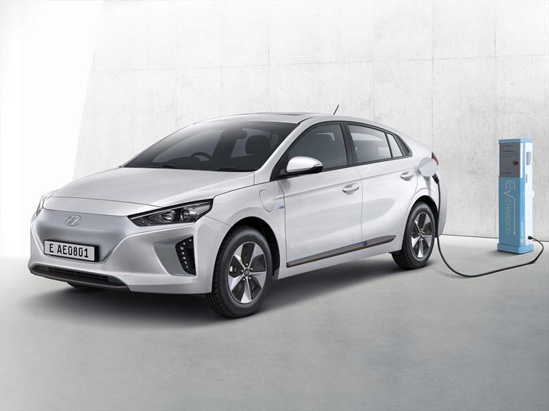 Hyundai Canarias entregó el primer taxi eléctrico de la ciudad en Expotaxi: Hyundai IONIQ