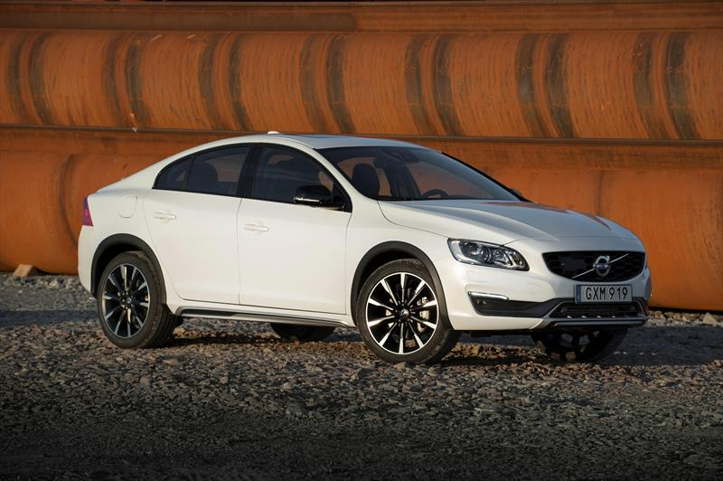 volvo s60 cross country informaci n 2017. Black Bedroom Furniture Sets. Home Design Ideas