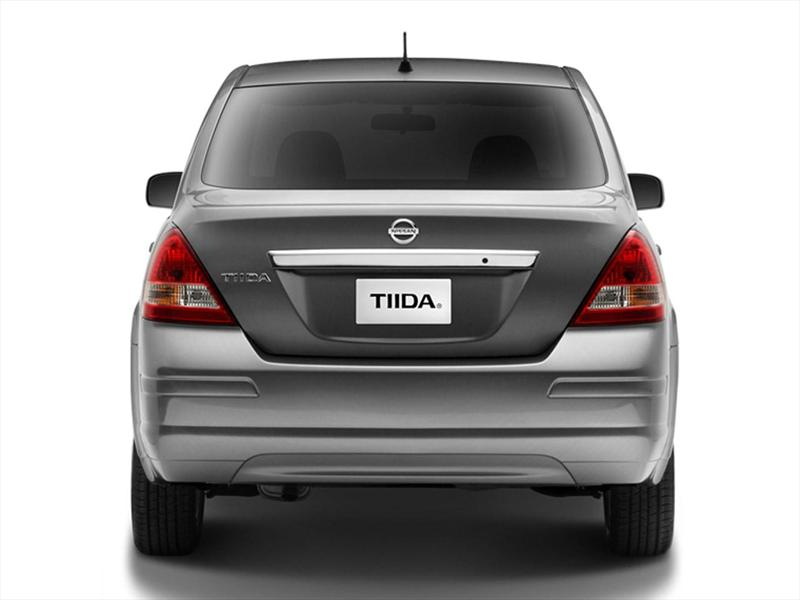 Nissan Tiida Sedan Advance (2014)