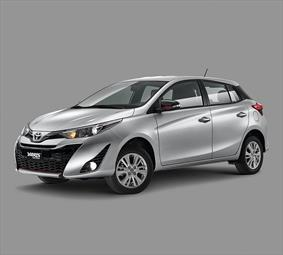 Toyota Yaris 5P 1.5L S Aut nuevo color A eleccion precio $290,100