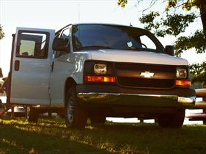foto Chevrolet Express LS C 15 Pas (2020)