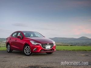 Foto Mazda 2 Sedan i Touring Aut financiado