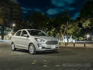 Foto Ford Figo Sedan Titanium Aut financiado