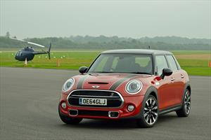 foto MINI Cooper S Hot Chili 5 Puertas Aut (2021)