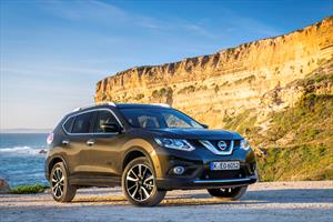 Nissan X-Trail Exclusive 2 Row vs. Honda CR-V EXL Navi 4WD