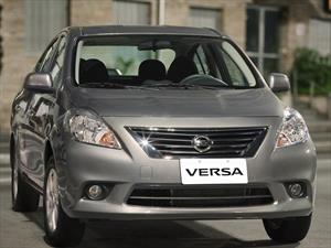 Foto Nissan Versa Advance Aut financiado