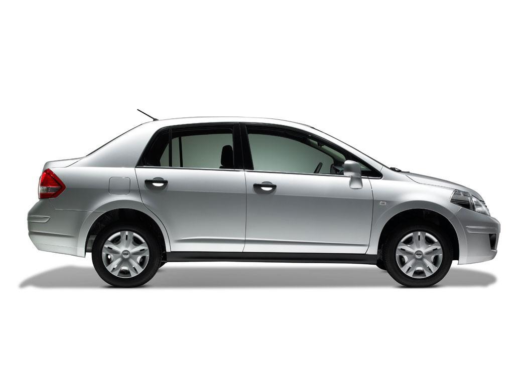 Nissan Tiida Sedan Comfort 2011