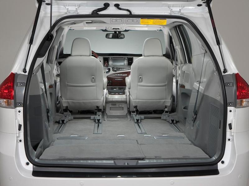 Toyota Sienna XLE 3 5L Piel 2016