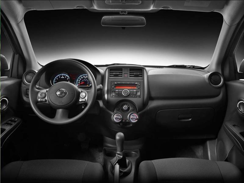 Nissan Versa Sense (2012)