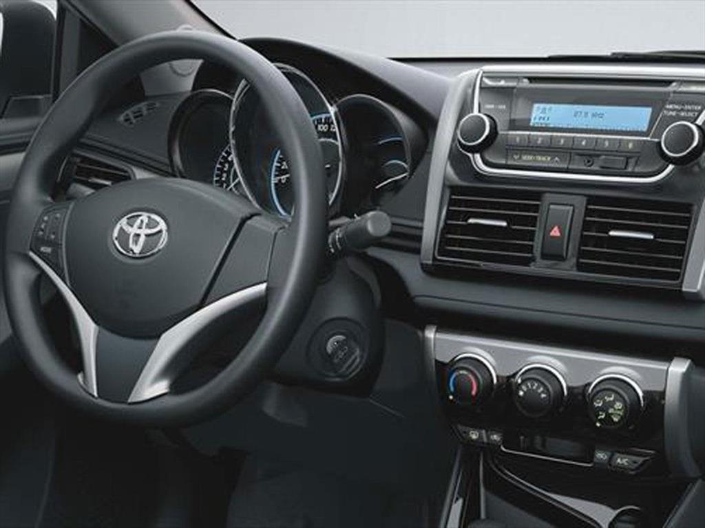 Autos nuevos toyota precios yaris for Interior yaris 2017