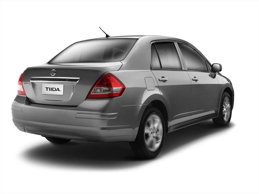 Nissan Tiida Sedan Drive (2018)
