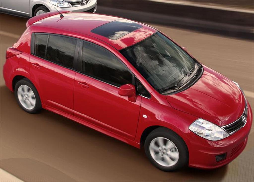 Nissan Tiida Hatchback Tekna (2014)