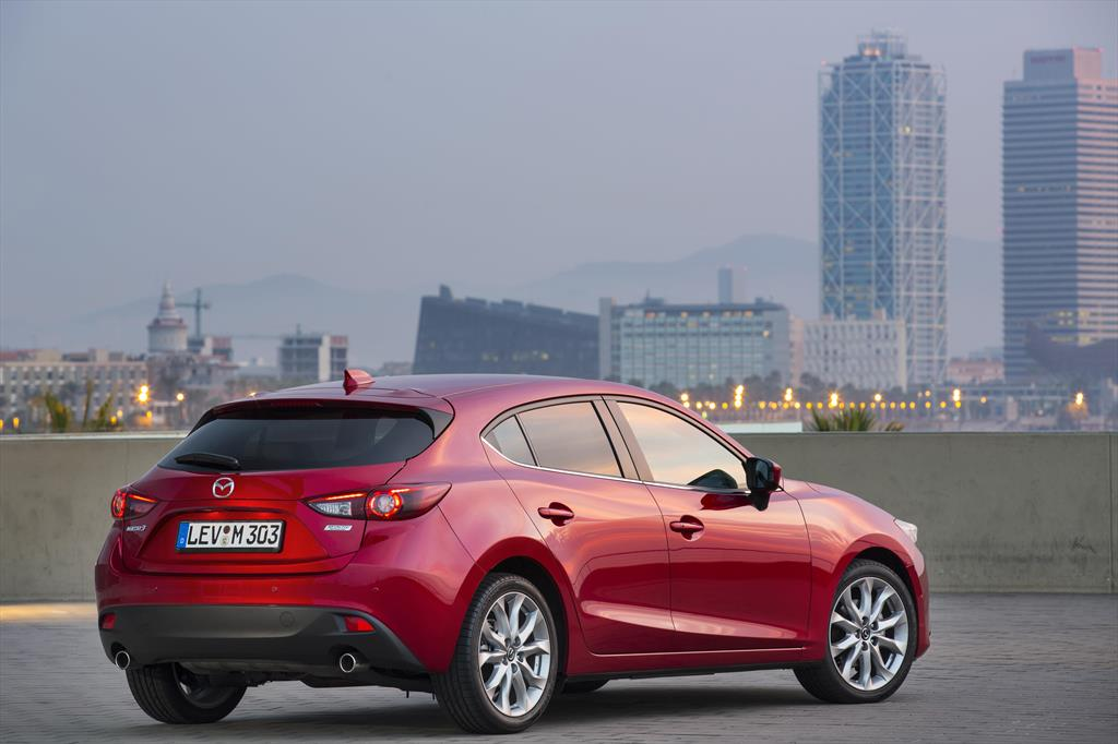 mazda 3 hatchback i touring 2016. Black Bedroom Furniture Sets. Home Design Ideas