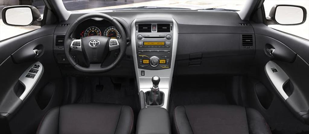 Toyota Corolla XRS (2013)