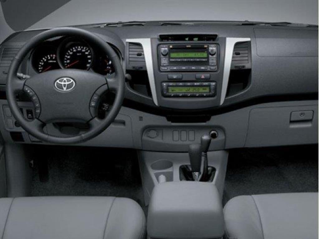 Toyota Hilux Cover 2.5 4x4 TD SC Con aberturas DX Pack (2014)