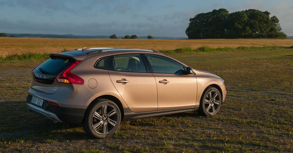 volvo v40 cross country momentum t4 2015. Black Bedroom Furniture Sets. Home Design Ideas