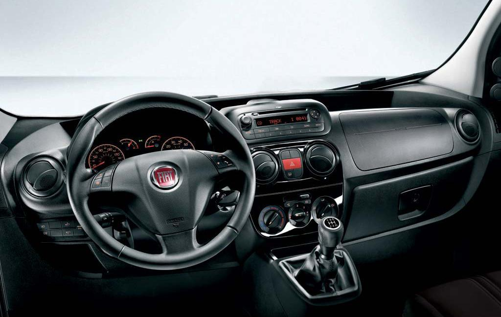 Fiat Linea Photos Fiat Linea Space And Convenience 11