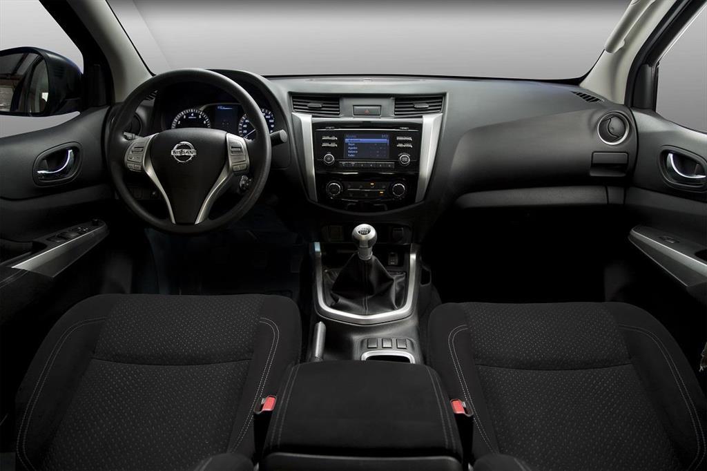 Nissan NP300 Frontier XE A/A Paquete de Seguridad (2018)