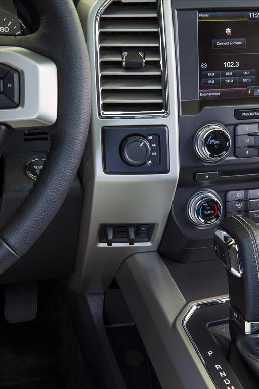 Ford Lobo XLT 4x2 Cabina Doble (2015)
