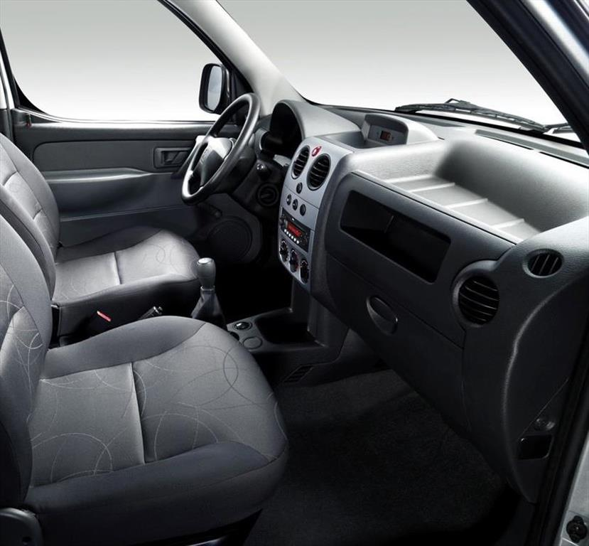 Peugeot partner patag nica 2014 for Peugeot partner interior